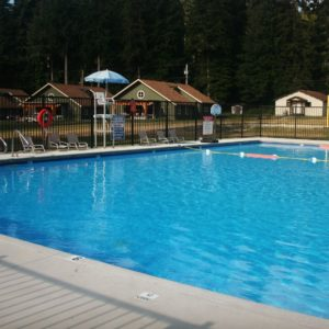 Camp with pool (2)